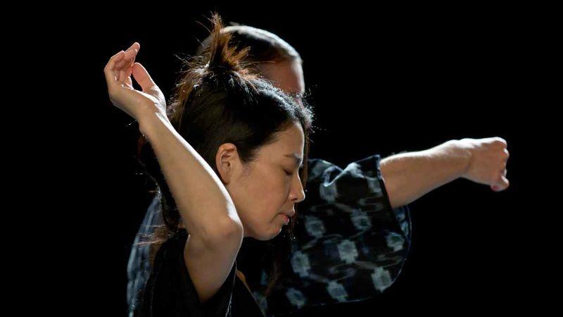 Ils n'ont rien vu Thomas Lebrun Centre Chorégraphique National de Tours Pièce chorégraphique librement inspirée du livre Hiroshima mon amour de Marguerite Duras et du film d'Alain Resnais