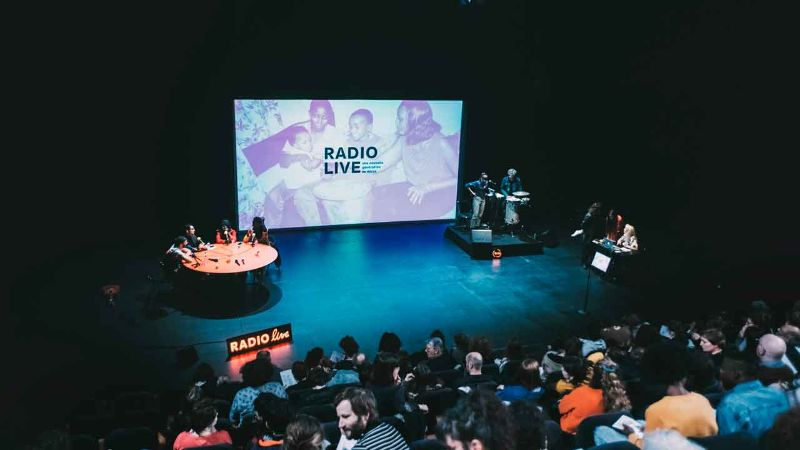 Radio Live, une nouvelle génération au micro  Aurélie Charon, Caroline Gillet, Amélie Bonnin Radio Live Production