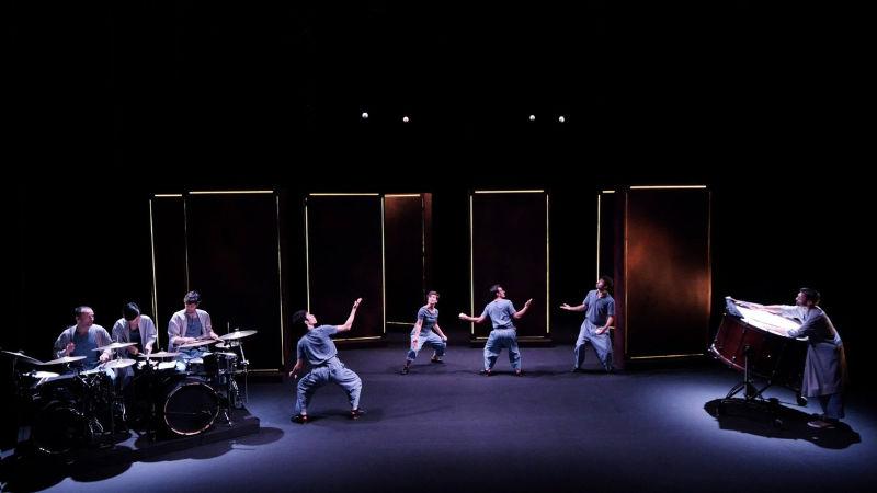 Encore la vie   Nicolas Mathis (écriture et mise en scène) & Paul Changarnier (direction musicale) Collectif Petit Travers et Ensemble TaCTuS