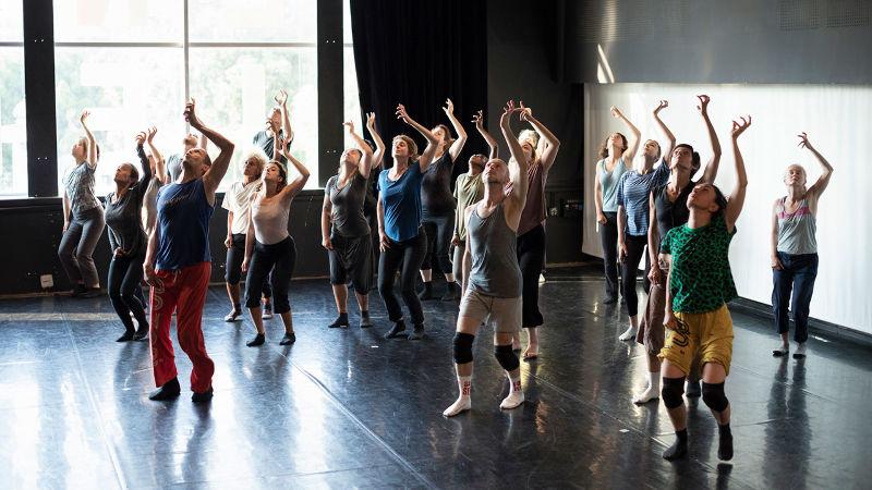 Sur les Traces de Folie    Claude Brumachon & Benjamin Lamarche  avec des danseurs amateurs de Marseille